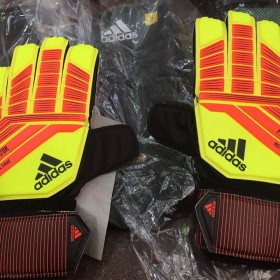 CW5600 - Adidas Predator Replique Goalkeeper Gloves